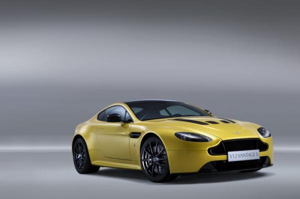 New 2017 Aston Martin V12 Vantage S for sale Sold at Pagani of Greenwich in Greenwich CT 06830 3