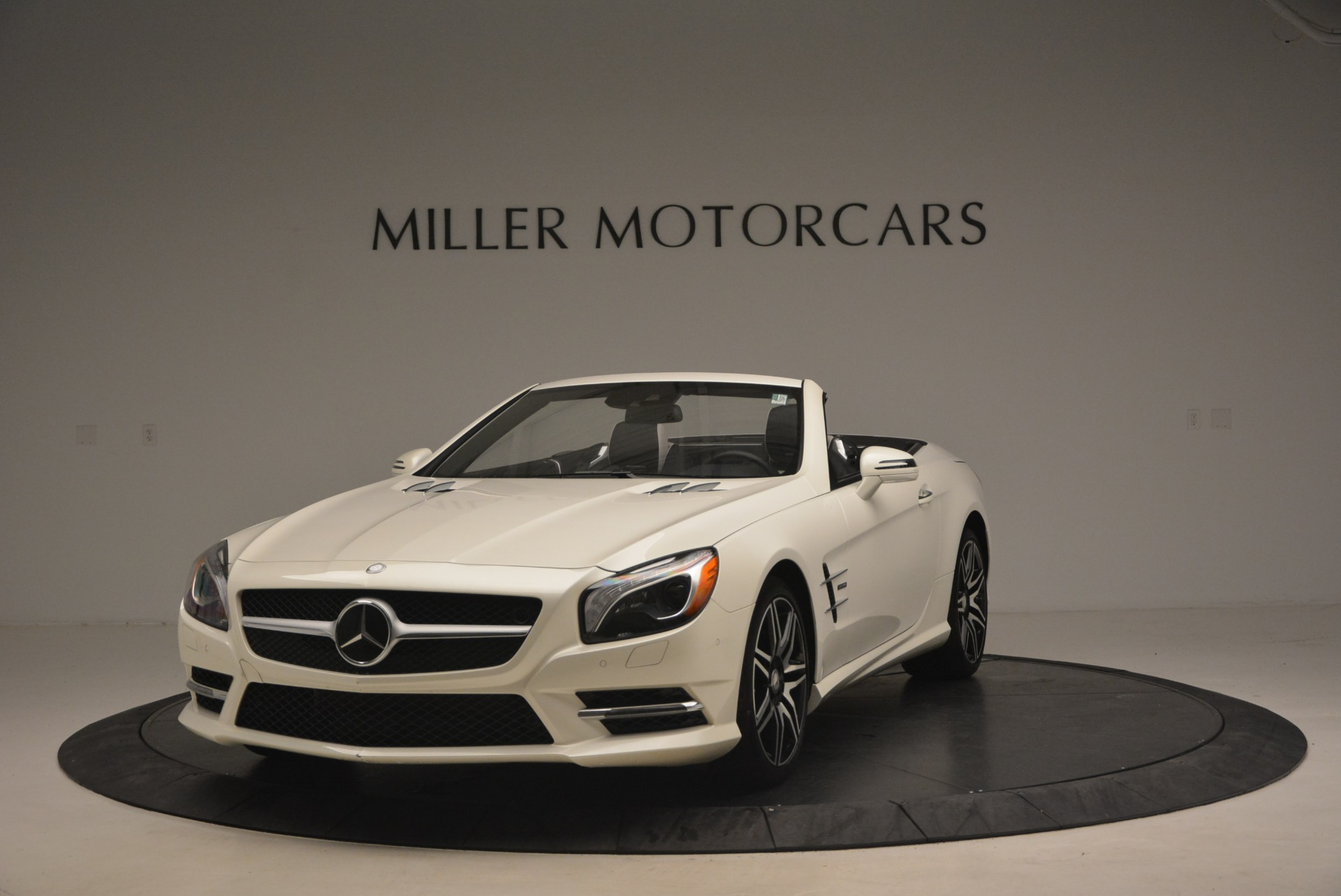 Used 2015 Mercedes Benz SL-Class SL 550 for sale Sold at Pagani of Greenwich in Greenwich CT 06830 1