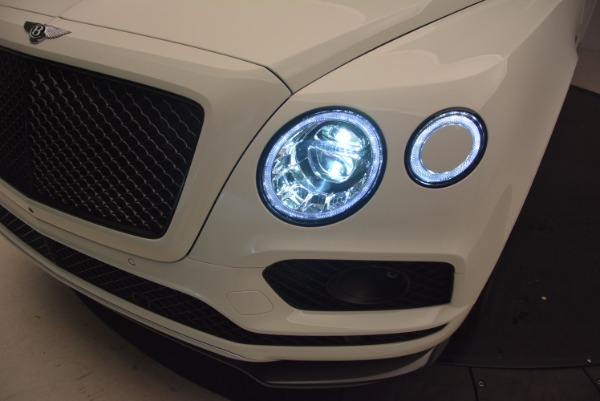 Used 2018 Bentley Bentayga Black Edition for sale Sold at Pagani of Greenwich in Greenwich CT 06830 17