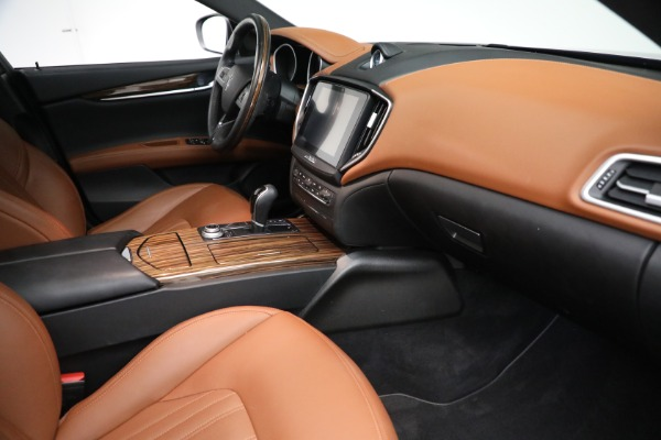 Used 2018 Maserati Ghibli S Q4 GranLusso for sale $56,900 at Pagani of Greenwich in Greenwich CT 06830 20