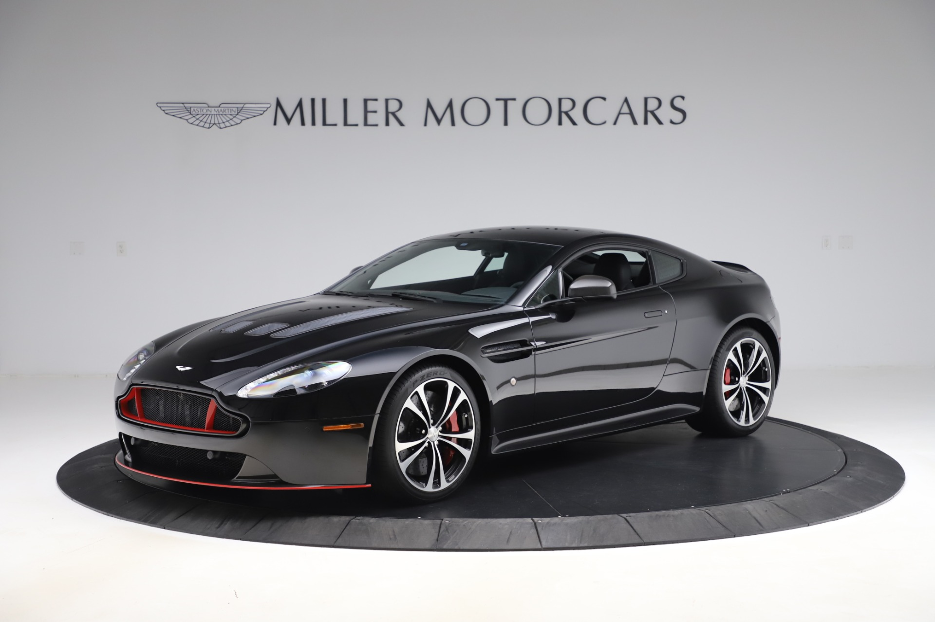 Used 2017 Aston Martin V12 Vantage S Coupe for sale $179,900 at Pagani of Greenwich in Greenwich CT 06830 1