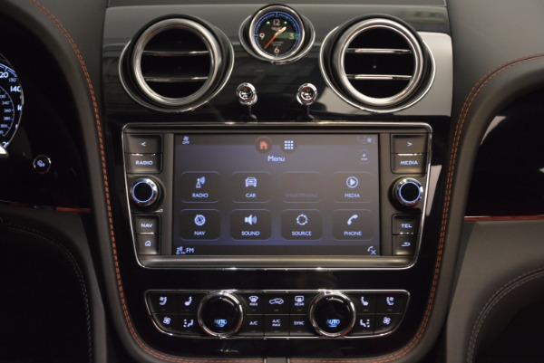 Used 2018 Bentley Bentayga Onyx for sale Call for price at Pagani of Greenwich in Greenwich CT 06830 28