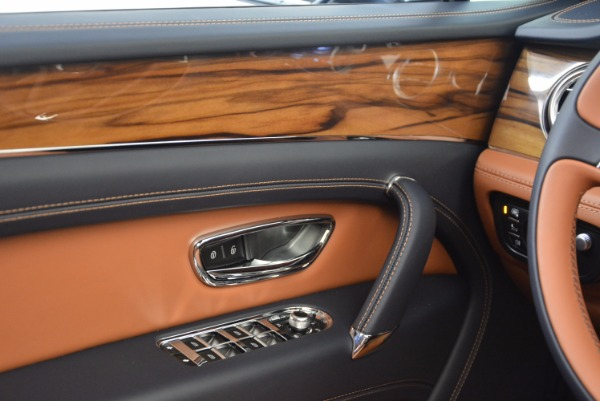 Used 2018 Bentley Bentayga Onyx for sale Sold at Pagani of Greenwich in Greenwich CT 06830 23