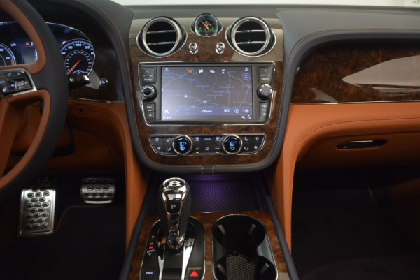 Used 2018 Bentley Bentayga W12 Signature for sale Call for price at Pagani of Greenwich in Greenwich CT 06830 27