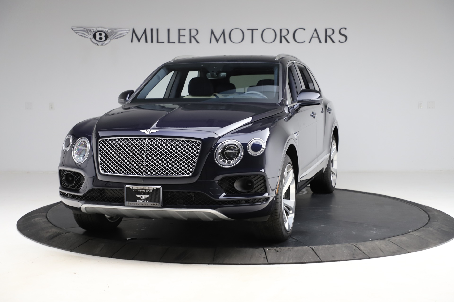 Used 2018 Bentley Bentayga W12 Signature for sale $154,900 at Pagani of Greenwich in Greenwich CT 06830 1