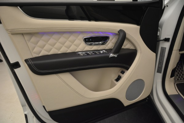 Used 2018 Bentley Bentayga Signature for sale Sold at Pagani of Greenwich in Greenwich CT 06830 17