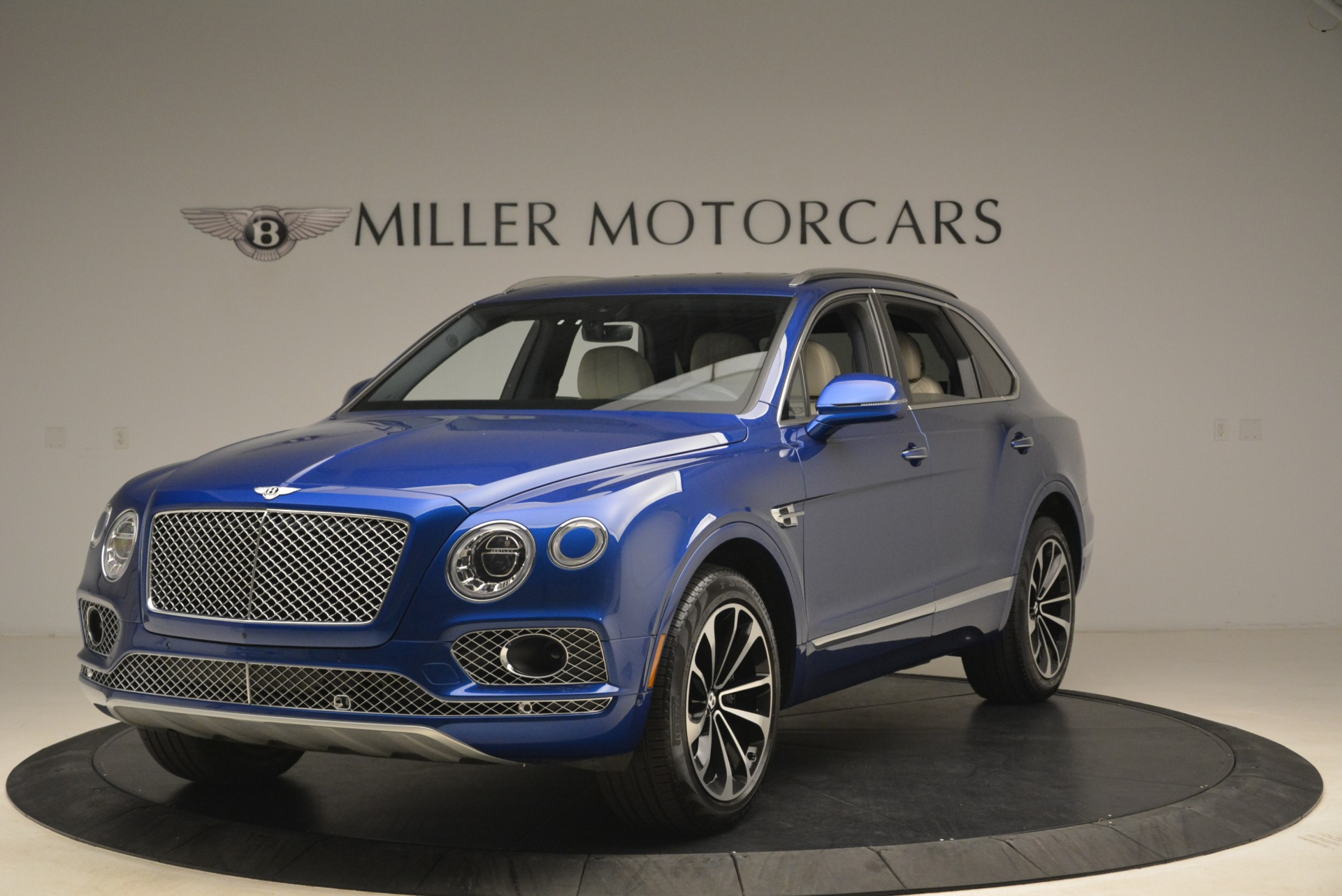 Used 2018 Bentley Bentayga W12 Signature for sale $169,900 at Pagani of Greenwich in Greenwich CT 06830 1
