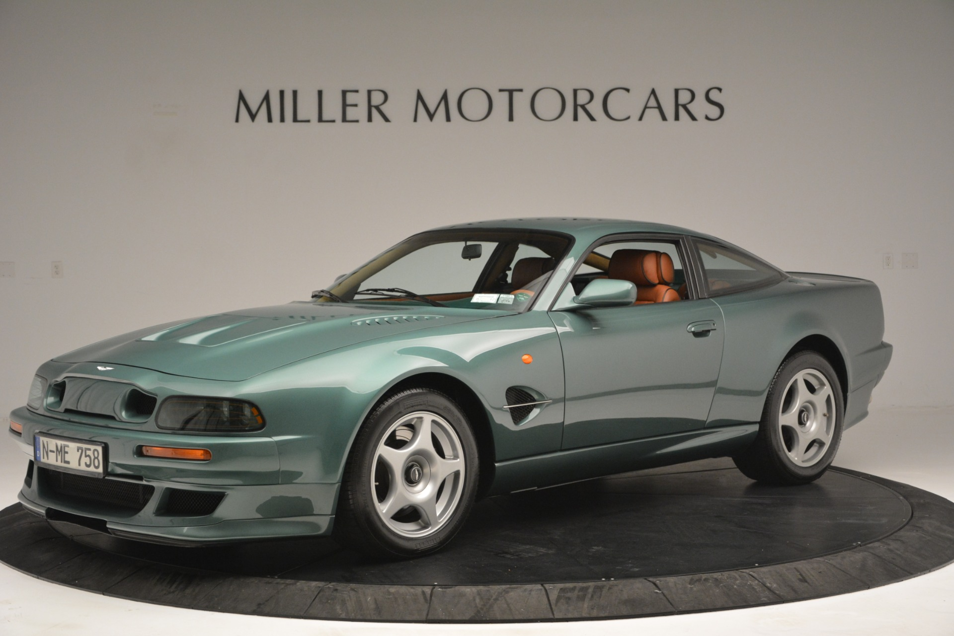 Used 1999 Aston Martin V8 Vantage Le Mans V600 Coupe for sale $550,000 at Pagani of Greenwich in Greenwich CT 06830 1