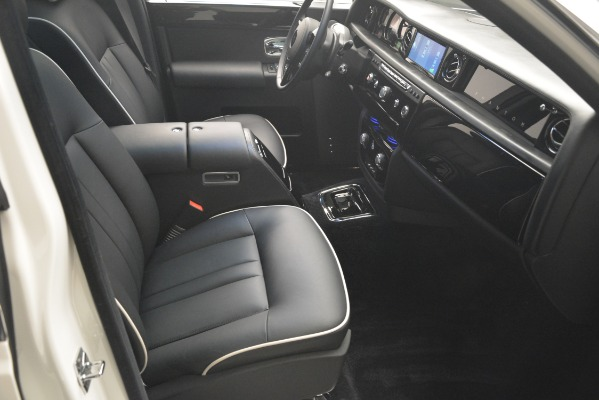 Used 2014 Rolls-Royce Phantom for sale Sold at Pagani of Greenwich in Greenwich CT 06830 27