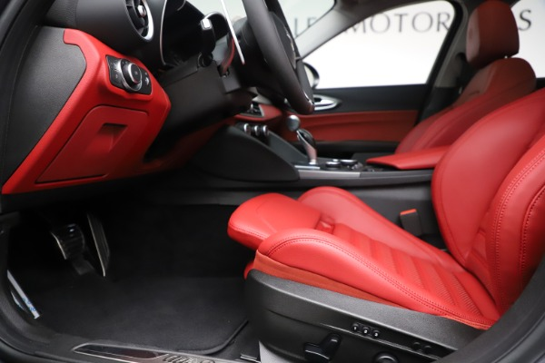 New 2019 Alfa Romeo Giulia Ti Sport Q4 for sale Sold at Pagani of Greenwich in Greenwich CT 06830 14
