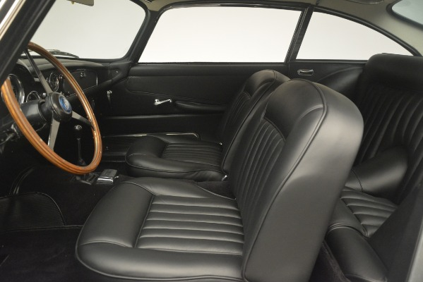 Used 1961 Aston Martin DB4 Series IV Coupe for sale $599,900 at Pagani of Greenwich in Greenwich CT 06830 20