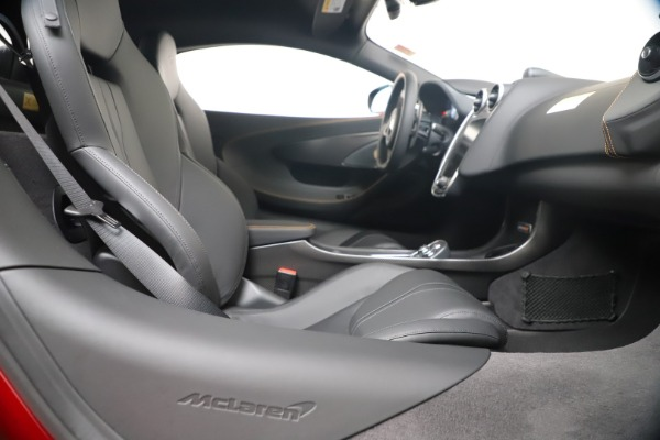 New 2019 McLaren 600LT for sale $285,236 at Pagani of Greenwich in Greenwich CT 06830 27