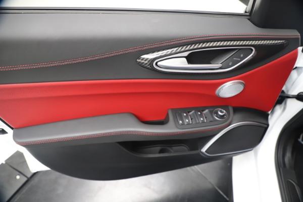 New 2019 Alfa Romeo Giulia Ti Sport Carbon Q4 for sale Sold at Pagani of Greenwich in Greenwich CT 06830 17