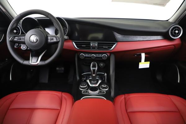 New 2020 Alfa Romeo Giulia Q4 for sale $45,740 at Pagani of Greenwich in Greenwich CT 06830 16