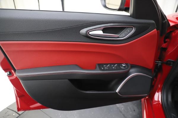 New 2020 Alfa Romeo Giulia Q4 for sale $45,740 at Pagani of Greenwich in Greenwich CT 06830 17