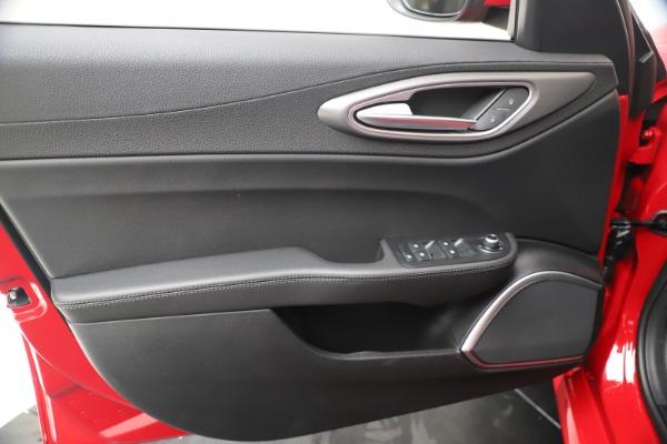 New 2020 Alfa Romeo Giulia Sport Q4 for sale $47,790 at Pagani of Greenwich in Greenwich CT 06830 17