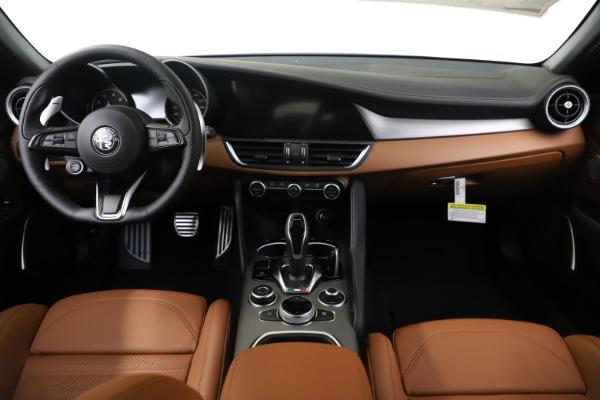 New 2020 Alfa Romeo Giulia Ti Sport Q4 for sale $53,190 at Pagani of Greenwich in Greenwich CT 06830 16