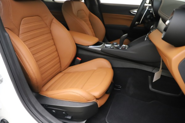 New 2020 Alfa Romeo Giulia Ti Sport Q4 for sale $53,190 at Pagani of Greenwich in Greenwich CT 06830 24