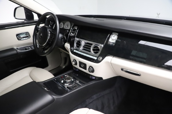 Used 2016 Rolls-Royce Ghost for sale $169,900 at Pagani of Greenwich in Greenwich CT 06830 18