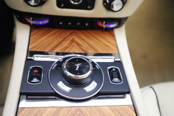 Used 2015 Rolls-Royce Wraith for sale $163,900 at Pagani of Greenwich in Greenwich CT 06830 17