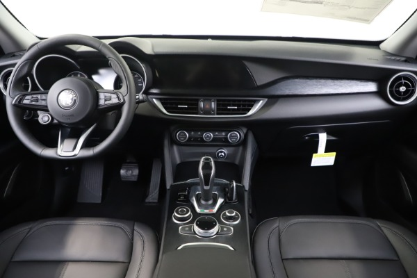 New 2020 Alfa Romeo Stelvio Q4 for sale $47,645 at Pagani of Greenwich in Greenwich CT 06830 16
