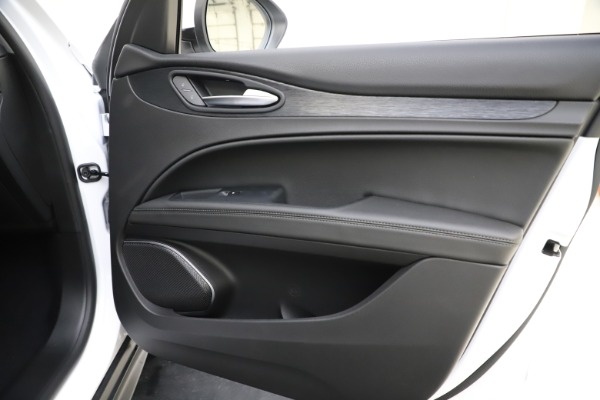 New 2020 Alfa Romeo Stelvio Q4 for sale $47,645 at Pagani of Greenwich in Greenwich CT 06830 26