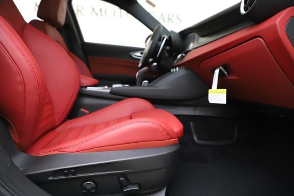 New 2020 Alfa Romeo Giulia Ti Sport Q4 for sale $51,995 at Pagani of Greenwich in Greenwich CT 06830 24