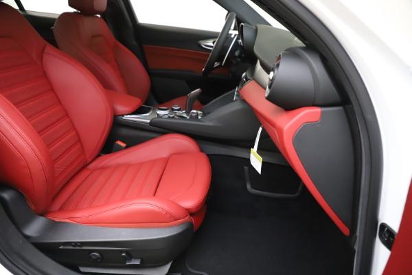 New 2020 Alfa Romeo Giulia Ti Sport Q4 for sale $51,995 at Pagani of Greenwich in Greenwich CT 06830 25