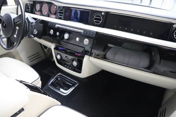 Used 2013 Rolls-Royce Phantom for sale Sold at Pagani of Greenwich in Greenwich CT 06830 23