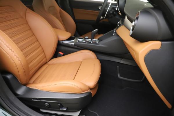 New 2020 Alfa Romeo Giulia Ti Sport Q4 for sale $54,995 at Pagani of Greenwich in Greenwich CT 06830 24