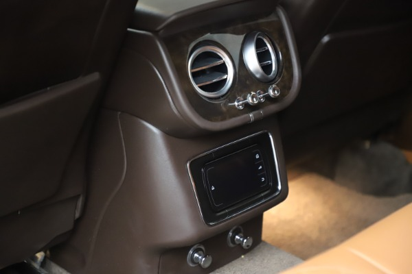 Used 2017 Bentley Bentayga W12 for sale $145,900 at Pagani of Greenwich in Greenwich CT 06830 28