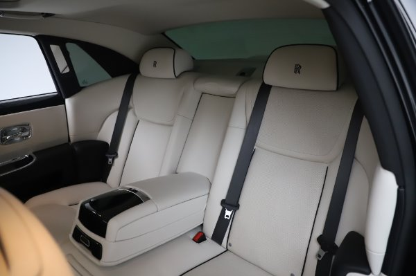 Used 2015 Rolls-Royce Ghost for sale $159,900 at Pagani of Greenwich in Greenwich CT 06830 14