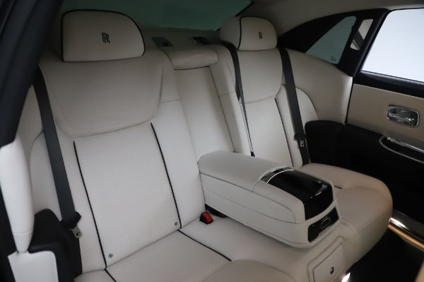 Used 2015 Rolls-Royce Ghost for sale $156,900 at Pagani of Greenwich in Greenwich CT 06830 15