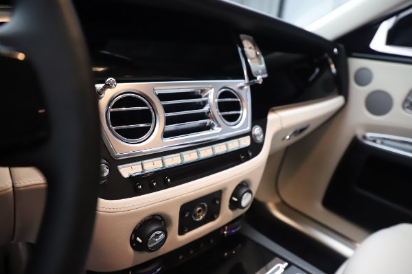 Used 2015 Rolls-Royce Ghost for sale $159,900 at Pagani of Greenwich in Greenwich CT 06830 22