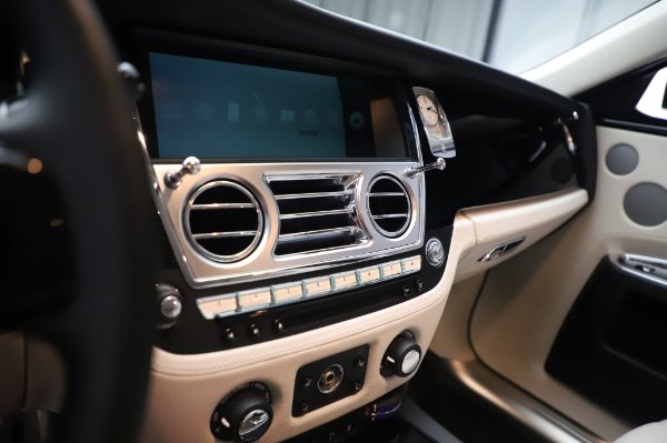 Used 2015 Rolls-Royce Ghost for sale $159,900 at Pagani of Greenwich in Greenwich CT 06830 23
