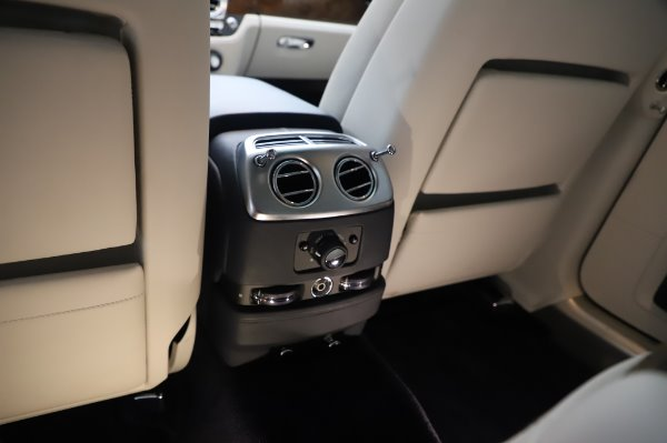 Used 2016 Rolls-Royce Ghost for sale $173,900 at Pagani of Greenwich in Greenwich CT 06830 25