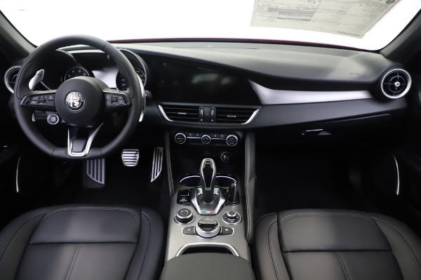 New 2020 Alfa Romeo Giulia Sport Q4 for sale $48,645 at Pagani of Greenwich in Greenwich CT 06830 16