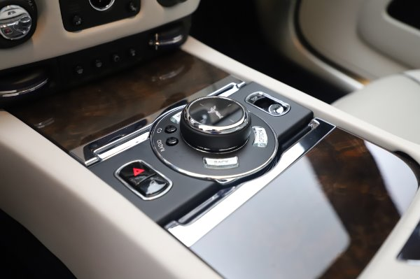 Used 2017 Rolls-Royce Dawn Base for sale $248,900 at Pagani of Greenwich in Greenwich CT 06830 28