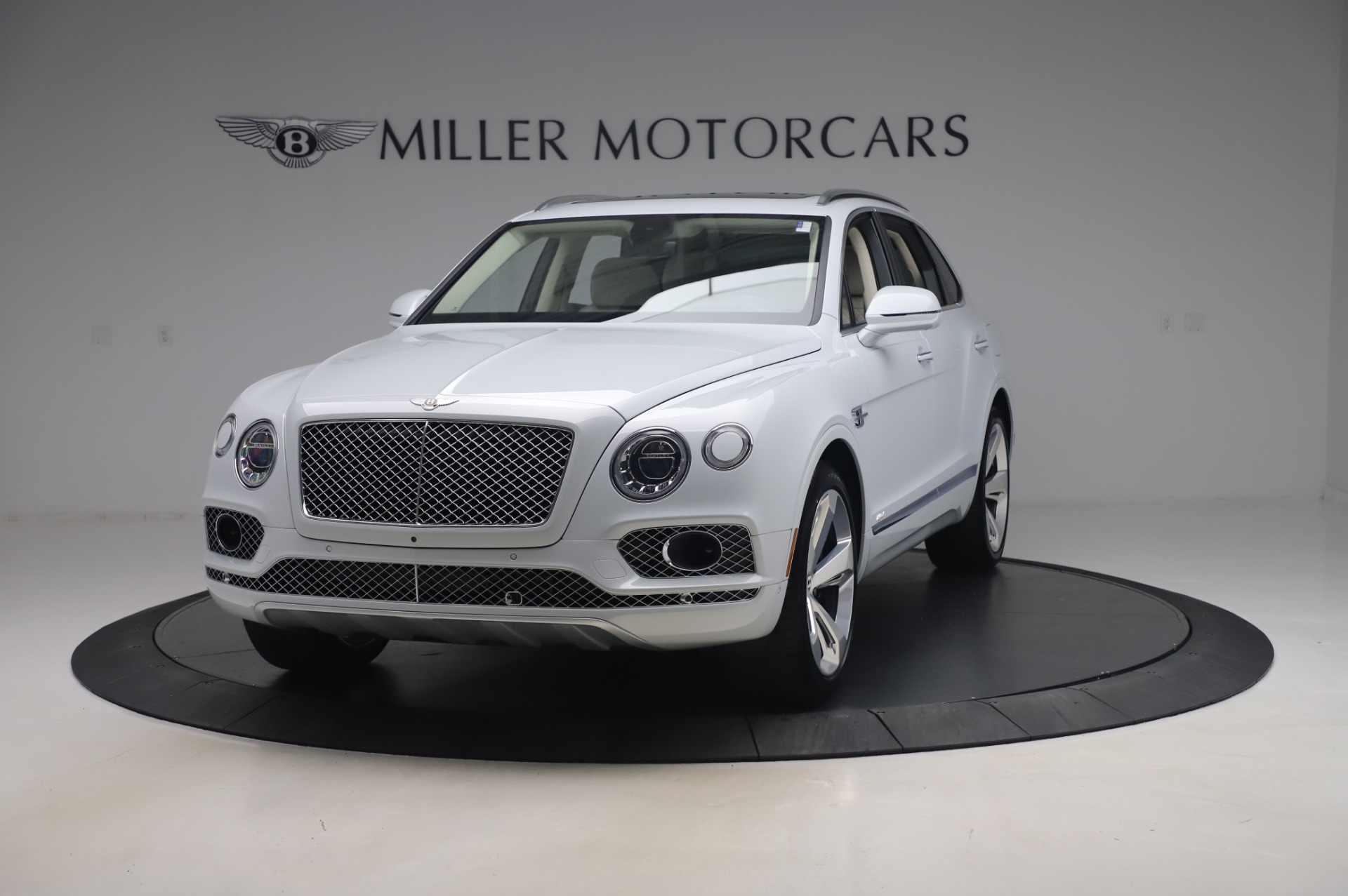 New 2020 Bentley Bentayga Hybrid for sale $220,475 at Pagani of Greenwich in Greenwich CT 06830 1