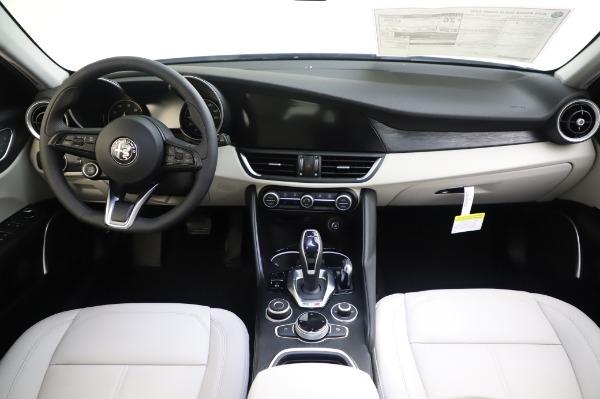 New 2020 Alfa Romeo Giulia Sport Q4 for sale $48,795 at Pagani of Greenwich in Greenwich CT 06830 16