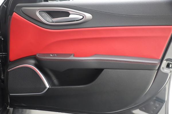 New 2020 Alfa Romeo Giulia Ti Sport Q4 for sale $51,095 at Pagani of Greenwich in Greenwich CT 06830 25