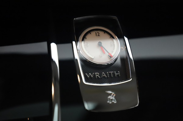 Used 2014 Rolls-Royce Wraith Base for sale $168,900 at Pagani of Greenwich in Greenwich CT 06830 25