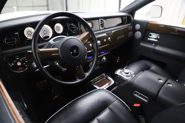 Used 2014 Rolls-Royce Phantom for sale $189,900 at Pagani of Greenwich in Greenwich CT 06830 14