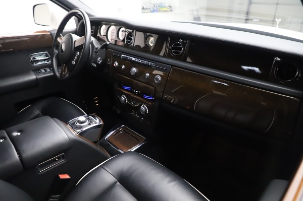 Used 2014 Rolls-Royce Phantom for sale $189,900 at Pagani of Greenwich in Greenwich CT 06830 15