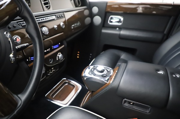 Used 2014 Rolls-Royce Phantom for sale $189,900 at Pagani of Greenwich in Greenwich CT 06830 21