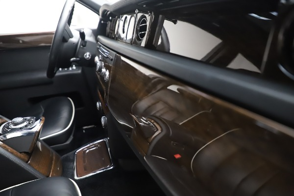Used 2014 Rolls-Royce Phantom for sale $189,900 at Pagani of Greenwich in Greenwich CT 06830 25