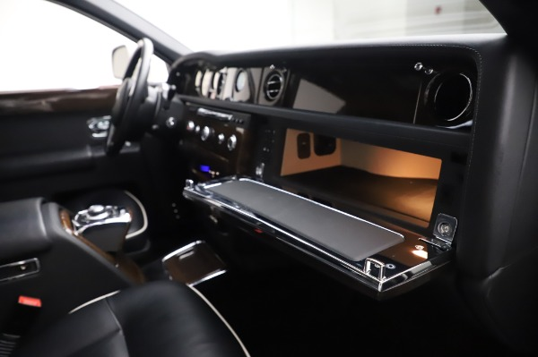 Used 2014 Rolls-Royce Phantom for sale $189,900 at Pagani of Greenwich in Greenwich CT 06830 26