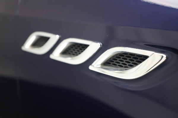 Used 2017 Maserati Quattroporte S Q4 GranLusso for sale Sold at Pagani of Greenwich in Greenwich CT 06830 27