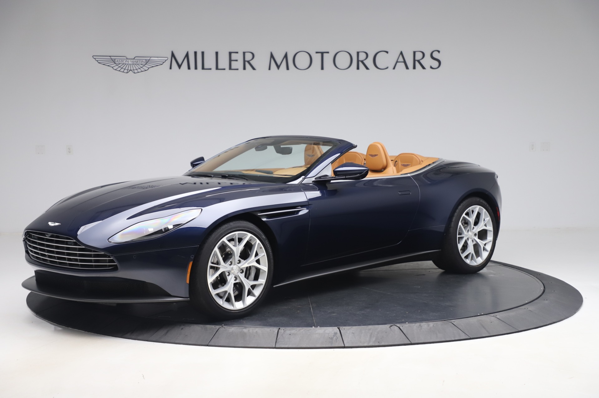 Used 2019 Aston Martin DB11 Volante Convertible for sale $219,900 at Pagani of Greenwich in Greenwich CT 06830 1