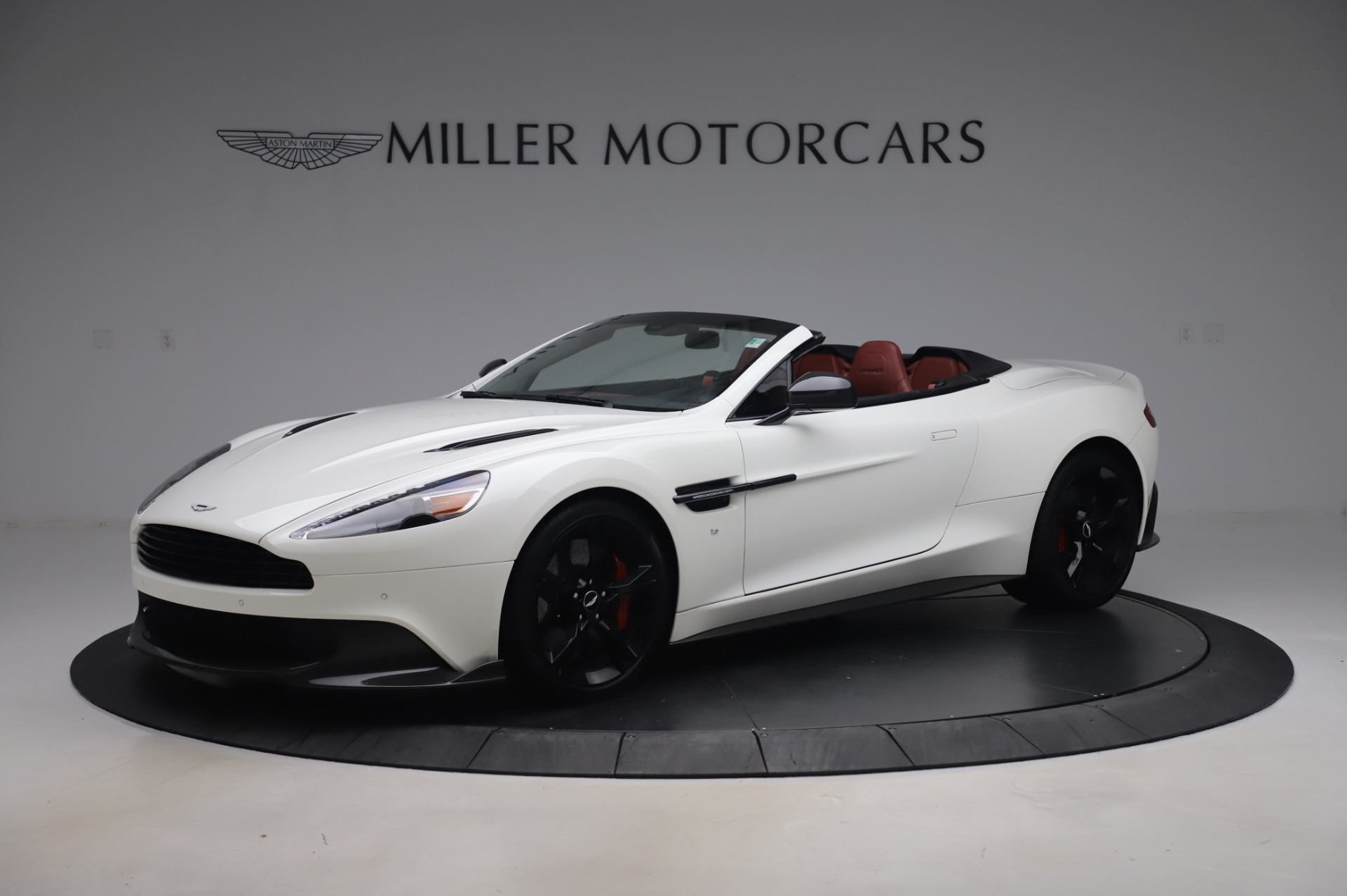 Used 2018 Aston Martin Vanquish S Volante for sale $179,900 at Pagani of Greenwich in Greenwich CT 06830 1